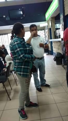 Agente de migración hondureña que devolvió al bus a los migrantes hondureños sin que se registrasen en migraciones. OI